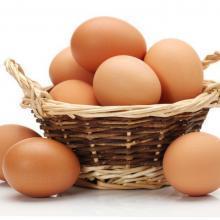 Eierdieet veel eieren in een mandje